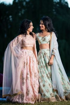 I went out with my sister's friend to shop for her Bridal Lehenga. She did all her research overnight for the latest trends and decided how her bridal lehenga is gonna be! Indian Bridesmaids, Bridesmaid Outfit, Bridesmaid Ideas, Indian Fashion Dresses, Dress Indian Style, Indian Fashion Trends, Fashion Outfits, Indian Lehenga, Lehenga Choli