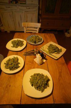 Razowy makaron z pokrzywowym pesto