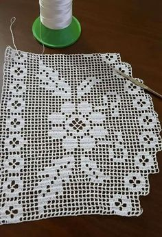 edge-hole-in-lace pattern - # Filet Crochet, C2c Crochet, Crochet Borders, Love Crochet, Crochet Stitches, Knitting Patterns, Crochet Patterns, Crochet Leaves, Baby Knitting