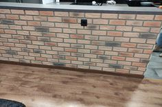 Panel LADRILLO BRISTOL XL DENIA montado en una barra o tabique separador. Le ha quedado genial a nuestro cliente. Muchas gracias desde aquí! #paneldeco #revestimientos #decoracion #initacionladrillo Bristol, Home Decor, Brick, Curved Walls, English Style, Septum, Decoration Home, Room Decor, Home Interior Design