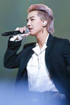 Mullet Haircut, Mullet Hairstyle, Up Styles, Short Hair Styles, Asian Mullet, Korean Boy Hairstyle, Asian Rapper, Korean Short Hair, Mino Winner