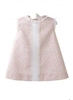 Vestido para bebé de piqué estampado Little Girl Dresses, Girls Dresses, Vintage Kids Fashion, Baby Dress Design, Baby Dress Patterns, Frocks For Girls, Baby Couture, Baby Girl Fashion, Baby Wearing