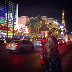 Boa noite!  #Vegasfeelings #nostalgia #1litrodefrozen #wtf #saudademonstra #comofazpravoltar? rs... ❤️ @ro_dominguez @liviarossy @nandarossi @tatianaoprado @nanda_amatos @vivicastanheda @livialemos1 @carolgattaz @sampaio_carol @rodolfomedina