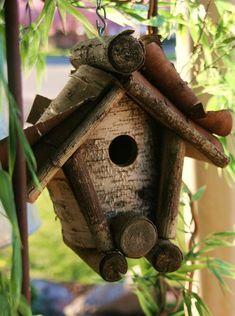 Rustic Wood Birdhouse Design Ideas, Natural Choices for Feathered Friends Decoration St Valentin, Ceramic Roof Tiles, Bird House Feeder, Birdhouse Designs, Bird Houses Diy, Bird Boxes, Nesting Boxes, Bird Cage, Bird Feathers