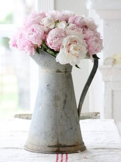 Peonies from www.peonyandsage.com  Image by Dreamy Whites