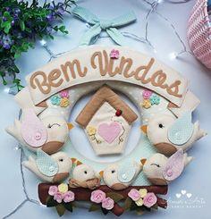Guirlanda Bem Vindos, Família Passarinho Kids And Parenting, Dream Catcher, Diy And Crafts, Stencils, Wall Decor, Christmas Ornaments, Holiday Decor, Pattern, Handmade