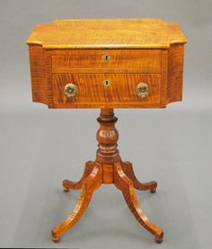 Curly Maple sewing stand : Lot 32