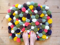 Pom Poms are a great versatile material to work with, and with the winter nights coming every closer, what could make your room more cosy than a fluffy pom pom rug? Diy Carpet, Beige Carpet, Patterned Carpet, Rugs On Carpet, Modern Carpet, Toddler Arts And Crafts, Where To Buy Carpet, Carpet Squares, Painting Carpet