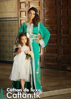 Notre caftan marocain d aujourd'hui c'est un pièce d'art fabriqué par nos couturiers spécialistes ayant voué leurs vies pour produire des caftans de luxe, caftan marocain en couleur vert d'eau aguichant très brillant surtout en vos occasions et fêtes...
