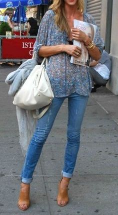 Floral blouses + cuffed skinny jeans.