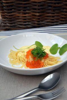 Pasta mit Safransauce und Keta-Kaviar, zum Reinlegen lecker, schnell und einfach und edel, etwas besonderes. Spaghettini mit Keta-Kaviar und cremiger Sauce mit Safran, Cidre, Frischkäse und selbstgemachter Hühnerbrühe. Und hier ist das Rezept http://wolkenfeeskuechenwerkstatt.blogspot.de/2016/03/pasta-mit-safransauce-und-keta-caviar.html
