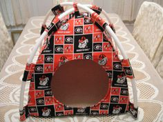 Georgia Bulldogs Handmade Fabric Pup Tent Pet Bed. Avail @ http://stores.sharonsdecoratedbooks.com/ Beds r made when ordered and payment is received. The average time that it takes for the Bed to ship after payment is usually 5 biz days. The Pet Beds are made of licensed cotton NCAA College material, but are not licensed by the NCAA College. They are handcrafted and resold under rights granted by the 1st sale doctrine. We are not affiliated with The Licensed Company in any way. ***22$ Sm…