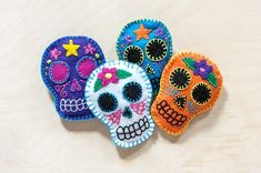 I have a friend who would just love these felt sugar skull sachets made by Rachel from Adventures in Making! Rachel shared the tutorial for these cute sachets so if you want to make your own, you t…