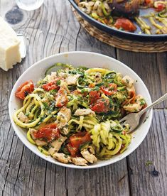 Lemon Garlic Chicken Zoodles Read Recipe by lindzwalters Clean Eating Meal Plan, Clean Eating Recipes, Fresh Fruits And Vegetables, Veggies, My Recipes, Healthy Recipes, Healthy Food, Comida Keto, How To Read A Recipe