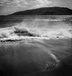 Voula Papaioannou. Skyros island 1950-1955. Benaki Museum Photographic Archives Greece Photography, History Of Photography, Benaki Museum, Greece History, Greek Sea, Photo B, Old Photos, Image Search, River