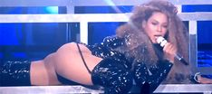 Beyoncé Yoncé all on his mouth like liquor Beychella 2018 Beyonce 2013, Beyonce Gif, Beyonce Knowles Carter, Beyonce And Jay Z, Rihanna, Coachella, Beyonce Style, American Rappers, Queen B