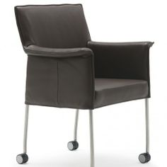 Design on Stock eetkamerstoel #Gola met wiel in leer Dayton 01113 night