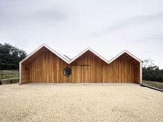 Lookout House von Room 11 in Tasmanien, Australien Melbourne Architecture, Australian Architecture, Residential Architecture, Architecture Design, Gros Morne, Gable Roof, Glass Facades, Gambrel, Courtyard House