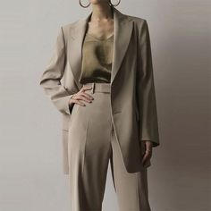 Next Post Previous Post Minimal and Chic Outfits Ideas Minimalistische und schicke Outfits-Ideen Suit Fashion, Work Fashion, Fashion Outfits, Womens Fashion, Trendy Fashion, Fashion Brands, Fashion Mode, Fashion 2018, Cheap Fashion