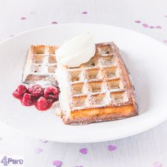 This luxurious Valentine's breakfast: a recipe for delicious waffles with raspberries and a dash of mascarpone. Sweets for your Valentine Valentines Breakfast, Valentines Day, Waffles, Raspberry, Sweets, Mascarpone, Valentine's Day Diy, Gummi Candy, Candy
