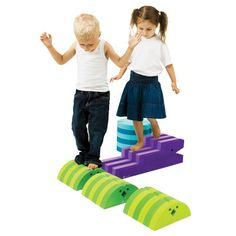 bObles Small Obstacle Course Set - bObles were created to help all children learn and develop different gross motor skills. Using creative animals shapes, the designers incorporate functionality (use each Modern Kids Toys, Kids Toys For Boys, Physical Play, Modern Crib, Kids Furniture, Kids Learning, Kids Playing, Mini, Kids Room