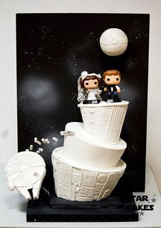 Star Wars wedding cake. ~ SOOOO STINKING CUTE! (I know you guys are already in the process of getting cake toppers)