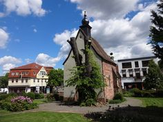Landstuhl, Rhineland-Palatinate (state of Germany), Alte Kapelle/Kreuzkapelle (cappella di croce, capilla de cruz, chapelle de croix, chapel of the cross), Ludwigstraße   by alfredlexx60 (Soldat Chvéïk de retour)