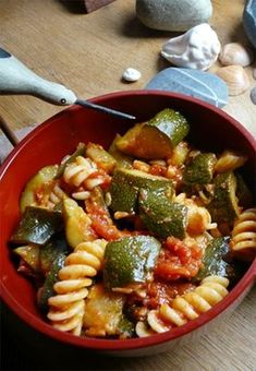 Pečená cuketa s těstovinami - DIETA.CZ Pasta Salad, Zucchini, Food And Drink, Healthy Recipes, Healthy Food, Yummy Food, Homemade, Vegan, Ethnic Recipes