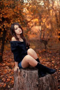 Lovely fall portrait #orange #autumn #background #girl #portrait #pretty #photo #ideas #photography