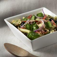 Gezonde pastasalade met tonijn en pesto