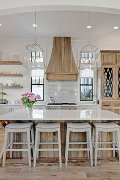 Want to know how to turn your builder grade kitchen info a farmhouse kitchen of your dreams? I'm sharing 7 elements of the best farmhouse kitchens for you to do just that!