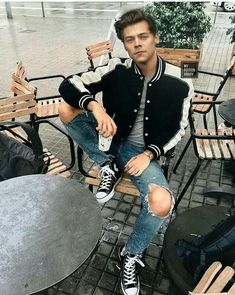 5 Simple and Creative Tips: Urban Fashion Summer Style urban wear outfits. Urban Fashion, Mens Fashion, Fashion Trends, Fashion Menswear, Men Looks, Fashion Catwalk, Fashion Shoot, Style Urban, Best Street Style
