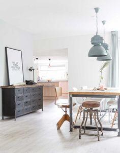 vintage dressoir | vintage dressoir | vtwonen binnenkijken special 2016 | photography: Hans Mossel | styling: Sabine Burkunk
