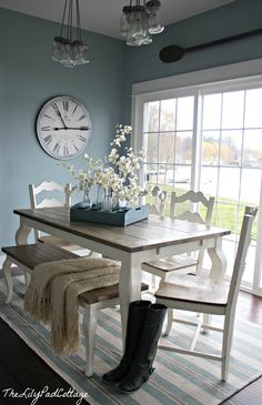 Dining area – the lily pad cottage. Love the two-toned table with bench! Source by amberlmartin Dining area – the lily pad cottage. Love the two-toned table with bench! New Kitchen, Kitchen Dining, Kitchen Tables, Farmhouse Dining Rooms, Kitchen Table With Bench, Dining Table Bench, Dining Room Clock, Dinning Room Table Decor, Farmhouse Table With Bench