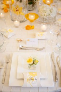 small square flower arrangements on dinner plates for thanksgiving.
