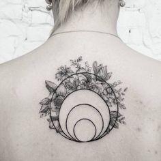 Geometric floral piece by @release852 done at @inkandwatertattoo - - - #tattoo #blackandwhite #blackwork #tinytattoos #tiny #black #small #wrist #tatttoosforwomen #ideas #minimalist #dotwork #floral #circles #circle #geometric #family #back #singleneedle