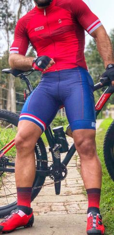 lycra and compression gear fan from Paris in France. Cycling Lycra, Cycling Suit, Cycling Clothes, Lycra Men, Bicycle Race, Spandex Shorts, Sport Man, Mens Fitness, Fitness Gear