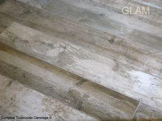 carrelage imitation parquet ancien Shabby, Hardwood Floors, New Homes, Decoration, Mezzanine Bed, Wood Floor Tiles, Decor, Wood Flooring, Decorations