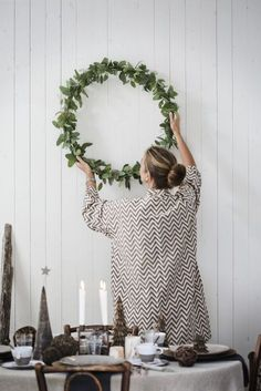 Christmas has a unique place in our hearts, making sense. Christmas in Scandinavia is a particular experience. Scandinavian Christmas is an attractive book. Natural Christmas, Noel Christmas, Modern Christmas, Simple Christmas, Winter Christmas, Christmas Wreaths, Christmas Crafts, Minimalist Christmas, Swedish Christmas Decorations