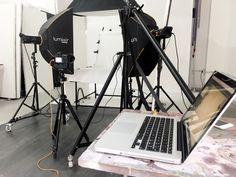 Backstage servizio fotografico still life realizzato presso limbo cyclorama Roma studio fotografico sala posa Lumina Sense art lab