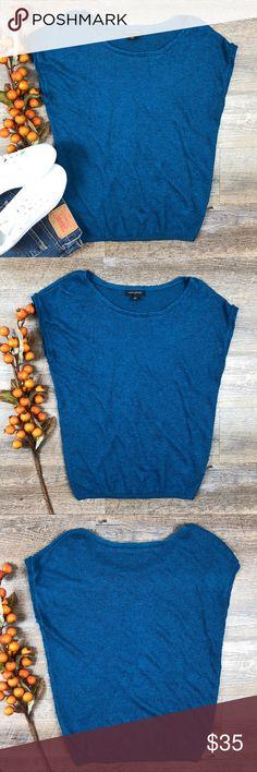 Banana Republic Knit Top Cute teal Banana Republic knit top! In great condition. 43% Lenin, 42% viscose, 15% nylon. Size M. E-3 Banana Republic Tops