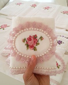 Towel Embroidery, Cross Stitch Embroidery, Decor Crafts, Diy Crafts, Diy Mantel, Baby Fruit, Free To Use Images, Cross Stitch Heart, Heart Patterns