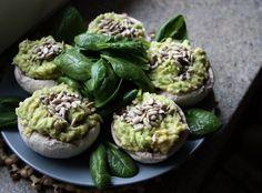Plněné žampiony | Živě a syrově Raw Food Recipes, Sprouts, Vegetables, Veggies, Vegetable Recipes, Brussels Sprouts, Cabbages