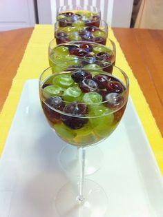 Liian hyvää: Viinirypäle-valkoviinihyytelö ja viinisuositus Mezzacorona Gewürztraminer 2012