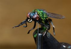 Playing at my Vise: Tying Flies http://hatchesmagazine.com/page/september2006/262 Recommended by http://www.fishinglondon.co.uk/