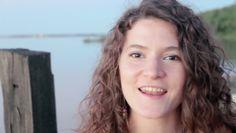 Escucha a la cantante Argentina Mariana Masetto entonar bellas notas al ritmo del Cuatro