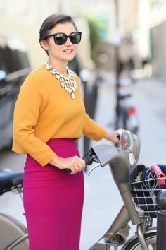 The brightest play on colorblocking, with the prettiest jewels to This Is It — 500 Paris Fashion Week Street Snaps You Have to See POPSUGAR Fashion Photo 131 Look Fashion, Paris Fashion, Autumn Fashion, Fashion Outfits, Womens Fashion, Fashion Photo, Mode Outfits, Fashion Weeks, Street Fashion