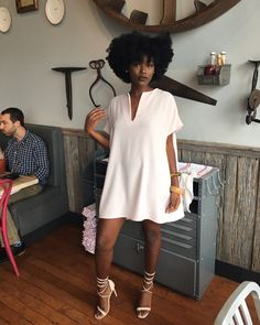 How to wear a little white dress this summer like Rihanna. Outfit ideas of how to style a simple look. Fashion Moda, Look Fashion, Fashion Outfits, Black Girl Fashion, Fat Fashion, Fashion Rings, Fashion Check, 2000s Fashion, Fashion Watches