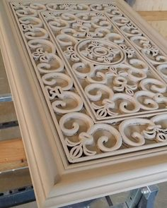 rubber mat art Furniture Makeover, Diy Furniture, Cheap Home Decor, Diy Home Decor, Wooden Wall Decor, Living Room Mirrors, Diy Home Crafts, Diy Bed, Diy Wall Art