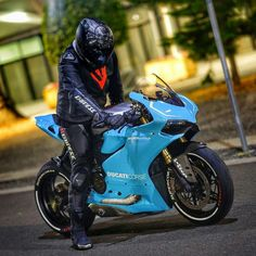 Ducati Motorbike, Racing Motorcycles, Moto Ducati, Custom Motorcycles, Motorcycle Outfit, Motorcycle Bike, Super Bikes, Cb 1000, Custom Sport Bikes